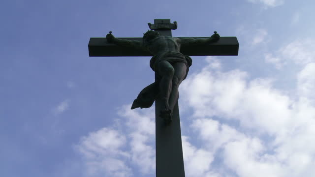 christ cross against sky time lapse - kunst stock videos & royalty-free footage