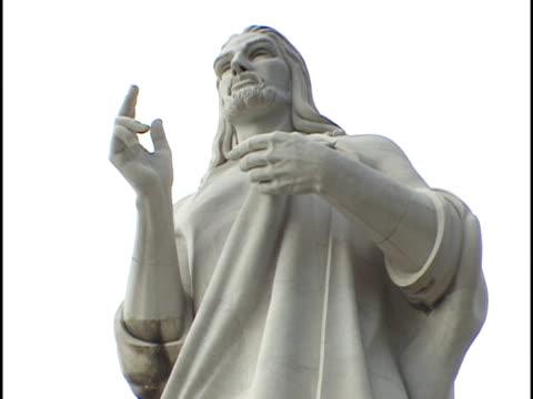 vídeos de stock, filmes e b-roll de cu, la, christ of havana, havana, cuba - figura masculina