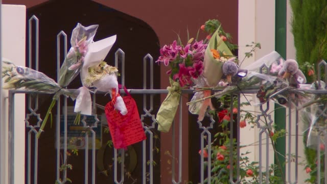 country observes silence one week on from shootings new zealand christchurch al noor mosque with armed police officer on guard outside flowers floral... - christchurch stock-videos und b-roll-filmmaterial
