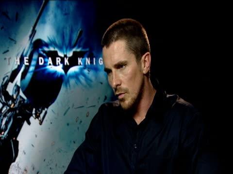 vídeos de stock, filmes e b-roll de christian bale on how this film is more of a 'cerebral' horror film with ethical questions horrific consequences and has taken comic book movies to a... - telencéfalo