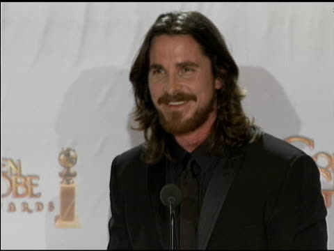 vidéos et rushes de christian bale on mark wahlberg at the beverly hilton hotel on january 16, 2011 in beverly hills, california - the beverly hilton hotel
