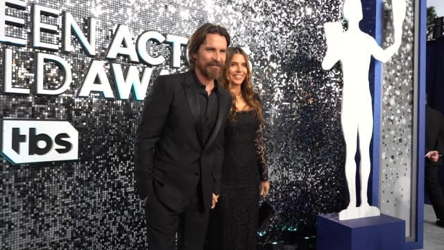 vídeos de stock, filmes e b-roll de christian bale, sibi bale at the 26th annual screen actors guild awards - red carpet roaming at the shrine auditorium on january 19, 2020 in los... - screen actors guild awards
