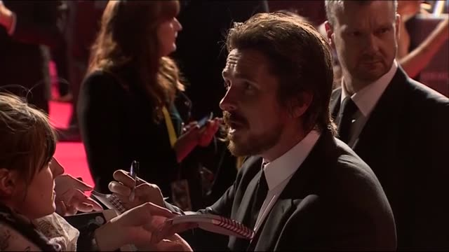 vídeos de stock e filmes b-roll de christian bale signs autographs at the baftas 2014 - autografar