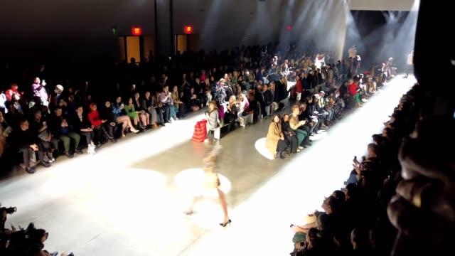 christian cowan fall/winter 2020 nyfw show: timelapse at gallery i at spring studios on february 11, 2020 in new york city. - ニューヨークファッションウィーク点の映像素材/bロール