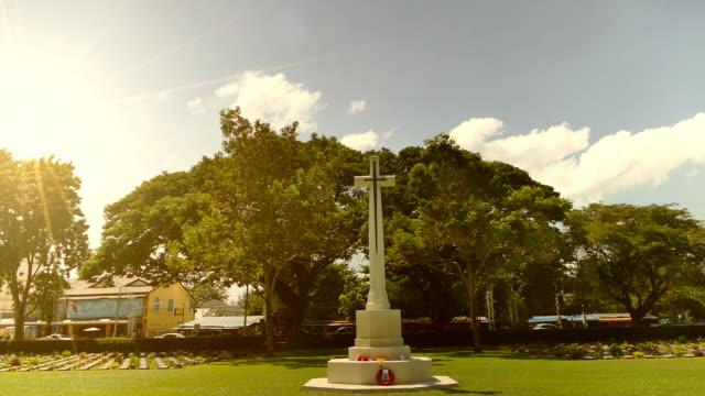 vidéos et rushes de croix chrétienne de cimetières - culture thaïlandaise