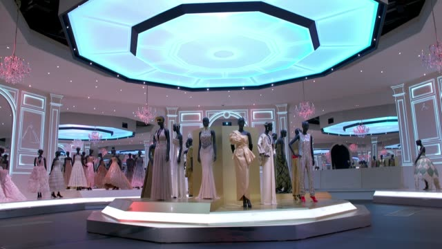Christian Dior retrospective to open at London's Victoria Albert museum ENGLAND London Victoria and Albert Museum INT Display of dresses designed by...
