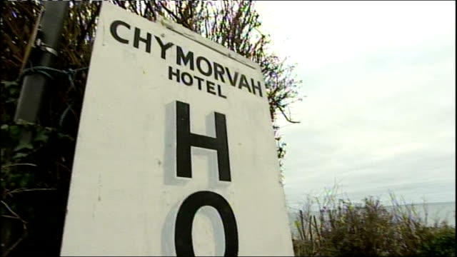 christian hotel owners fined for refusing room to gay couple; cornwall: penzance: sign for 'chymorvah hotel' - イングランド南西部点の映像素材/bロール