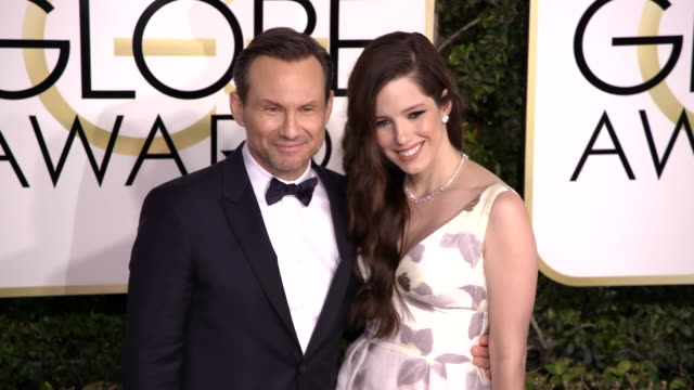 christian slater and brittany lopez at 74th annual golden globe awards arrivals at 74th annual golden globe awards arrivals at the beverly hilton... - ビバリーヒルトンホテル点の映像素材/bロール
