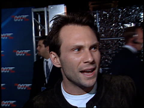 christian slater at the 'die another day' premiere at the shrine auditorium in los angeles, california on november 11, 2002. - 007 ダイ・アナザー・デイ点の映像素材/bロール