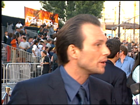 christian slater at the 'mission impossible 2' premiere at grauman's chinese theatre in hollywood california on may 18 2000 - christian slater stock videos & royalty-free footage