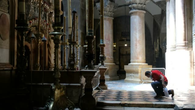 a christian worshipper prays in front of the edicule which encloses what is believed to be the tomb of jesus christ inside the church of the holy... - worshipper stock videos & royalty-free footage