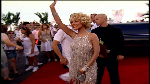 stockvideo's en b-roll-footage met christina aguilera arriving to the 2004 mtv video music awards red carpet - 2004