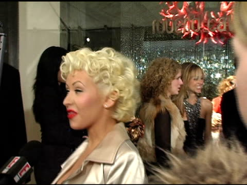 christina aguilera at the unveiling of roberto cavalli's beverly hills location at roberto cavalli boutique in los angeles, california on february... - ブランド ロベルト・カヴァリ点の映像素材/bロール