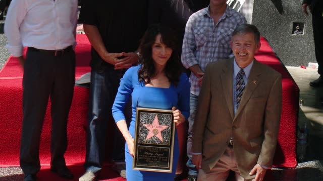 christina applegate katey sagal ed o'neill and david faustino at katey sagal honored with star on the hollywood walk of fame on september 09 2014 in... - walk of fame stock-videos und b-roll-filmmaterial
