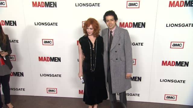 vídeos de stock e filmes b-roll de christina hendricks, geoffrey arend at amc's 'mad men' season 6 - los angeles premiere 3/20/2013 in los angeles, ca. - vestido preto