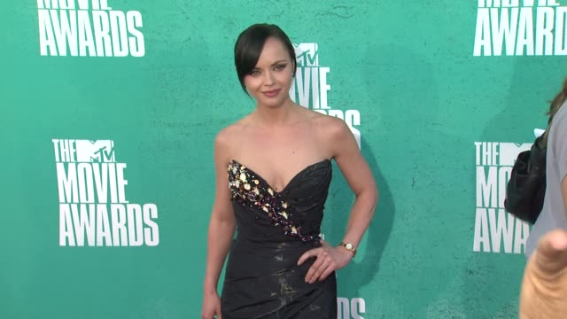 christina ricci at 2012 mtv movie awards - arrivals at gibson amphitheatre on june 03, 2012 in universal city, california - christina ricci stock videos & royalty-free footage