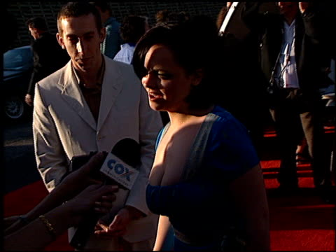 christina ricci at the 1998 mtv movie awards at barker hanger in santa monica california on may 30 1998 - 1998 stock videos & royalty-free footage