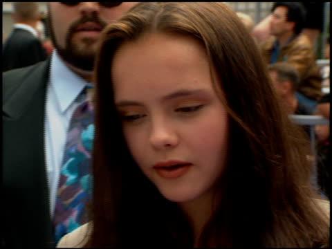 christina ricci at the 'casper' premiere at universal in universal city california on may 21 1995 - 1995年点の映像素材/bロール