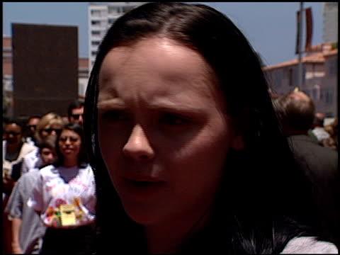 vídeos y material grabado en eventos de stock de christina ricci at the 'star wars the phantom menace' premiere on may 16 1999 - 1990 1999