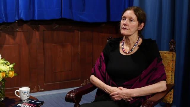 vídeos de stock, filmes e b-roll de christine assange madre del fundador de wikileaks julian assange afirmo este miercoles a la afp que la vida de su hijo corre peligro debido a una... - fundador