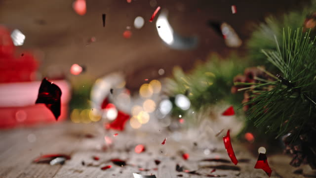 stockvideo's en b-roll-footage met slo mo kerst bal verpletterd in stukjes - kerstversiering