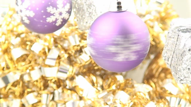 christmas ball spinning - tinsel stock videos & royalty-free footage
