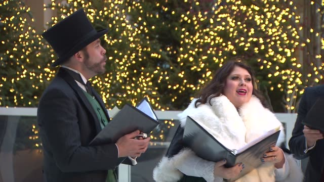 christmas carolers singing on november 21, 2013 in chicago, illinois - 賛美歌点の映像素材/bロール