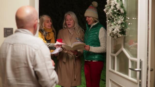 christmas carolling - carol singer stock videos & royalty-free footage