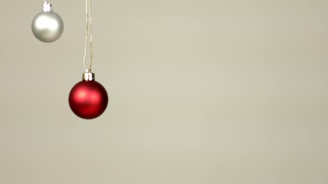 christmas decoration balls hanging from top and moving slowly - palla dell'albero di natale video stock e b–roll