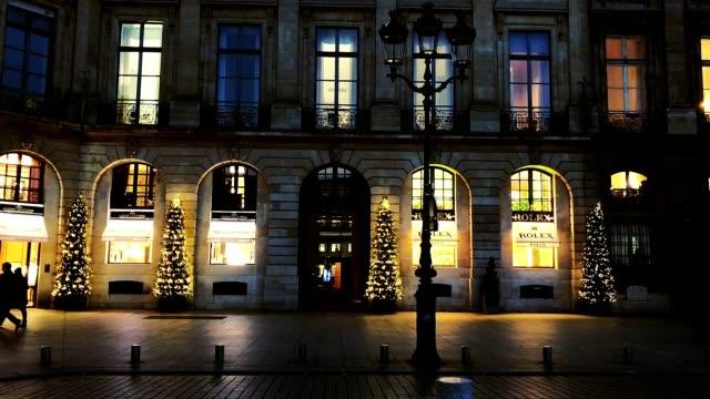 vídeos de stock e filmes b-roll de christmas decoration in place vendome in paris france - praça vendome
