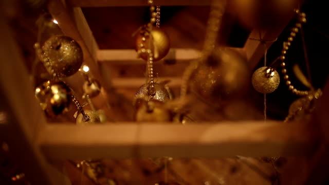 vídeos de stock, filmes e b-roll de decoração de natal - decoração