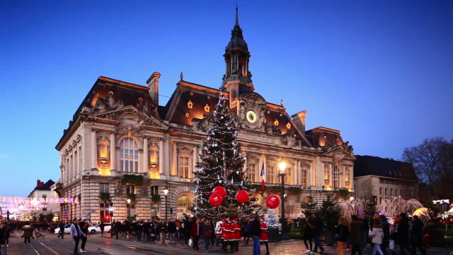 vidéos et rushes de christmas decorations at hotel de ville, tours. - mairie