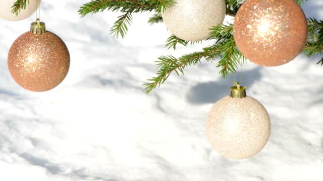 Decorazioni di Natale con neve