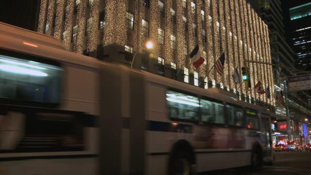 ws christmas decorations lighting up bloomingdales at night / new york city, new york, usa - bloomingdales stock videos & royalty-free footage