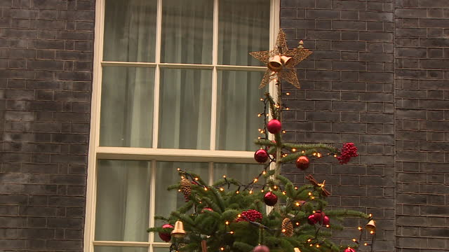 christmas decorations outside 10 downing street - downing street stock videos & royalty-free footage