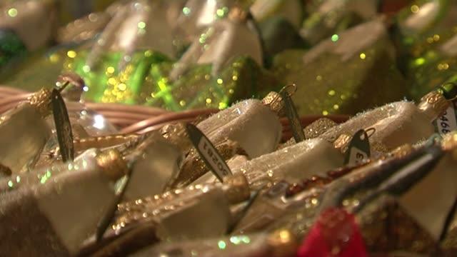 christmas decorations - クリスマスの飾り点の映像素材/bロール