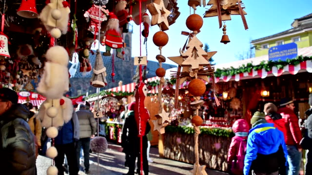 christmas decorations - christmas market stock videos & royalty-free footage