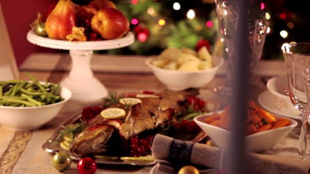 weihnachts-dinner - fisch stock-videos und b-roll-filmmaterial
