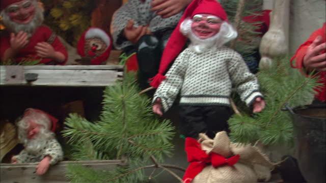 ms pan christmas elves display / drobak, akershus, norway - エルフ点の映像素材/bロール