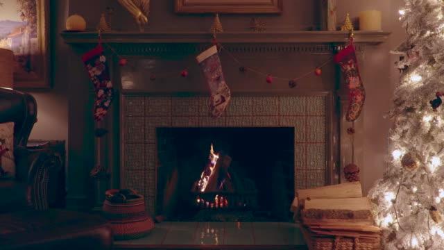 vidéos et rushes de foyer de noel - foyer de cheminée