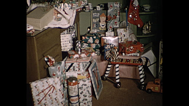 vidéos et rushes de 1957 christmas home movie - cadeau