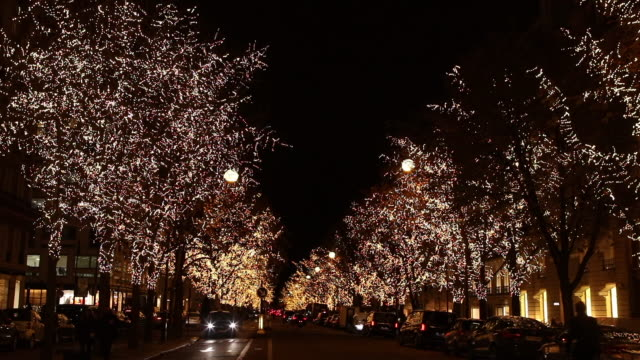 christmas illumination avenue montaigne. paris - luce natalizia video stock e b–roll
