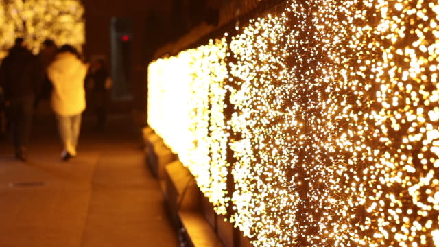 vidéos et rushes de christmas illumination avenue montaigne. paris - trottoir