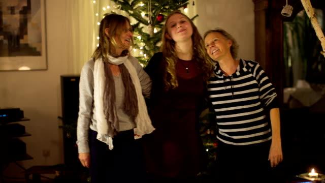 christmas in a german family - drei personen stock-videos und b-roll-filmmaterial