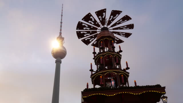 christmas in berlin with tv tower - alexanderplatz stock videos & royalty-free footage