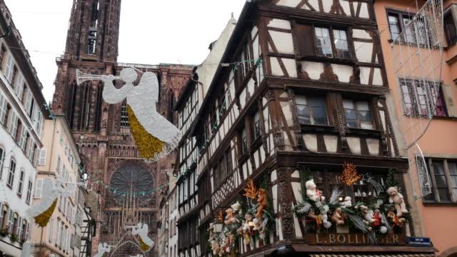 vidéos et rushes de noël en france - célébrer les fêtes de noël dans les rues - strasbourg