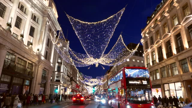vidéos et rushes de christmas in regent street london - royaume uni