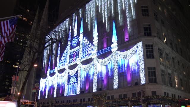 Christmas Lights & Holiday Decorations - Saks 5th Avenue