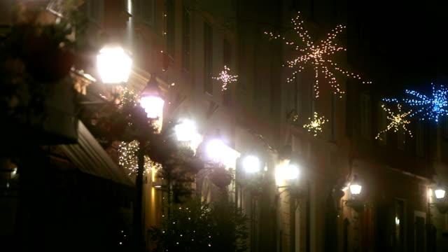 リュブリャナのクリスマスの夜景 - クリスマスライト点の映像素材/bロール