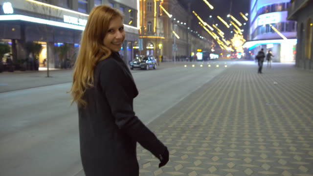 stockvideo's en b-roll-footage met kerstverlichting in de stad - zichtbare adem
